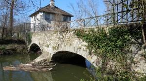 Pont dit Corot, un des accès au lycée Corot.