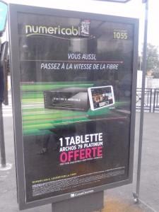 publicité Numéricable à arrêt de bus à Savigny sur Orge le 4 septembre 2014