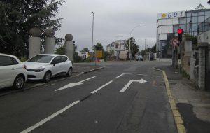 Accès au parking à proximité de la bretelle de l'A6. Il est impossible de rejoindre l'autoroute. © Jean-Marie CORBIN pour PEE, 20 mai 2016